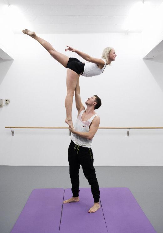 Zweit akrobatik bilder zu Acro Yoga: